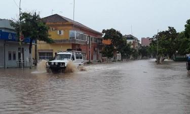 Chuvas deixam14 mortos e 8 mil desalojados