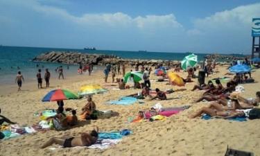 Governo volta a encerrar praias e piscinas