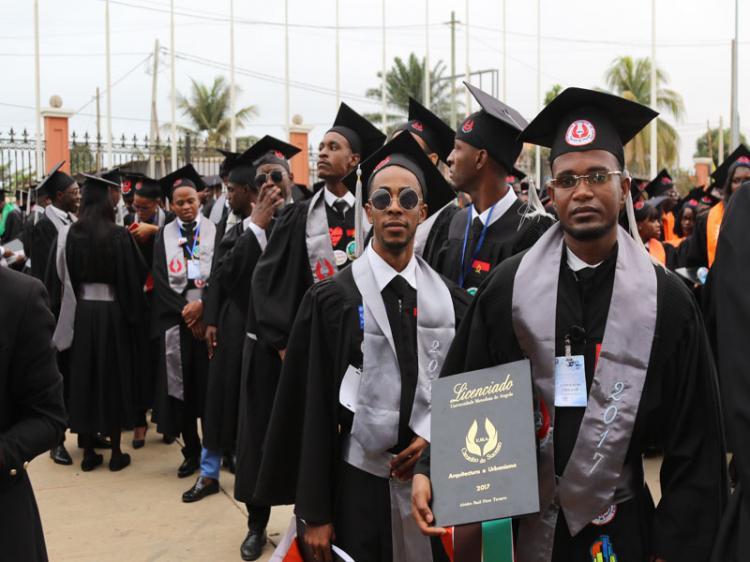 Angola termina o ano com 10 mil novos licenciados