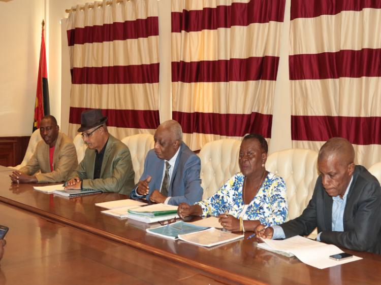 Tribunal adia  eleições da UNAC