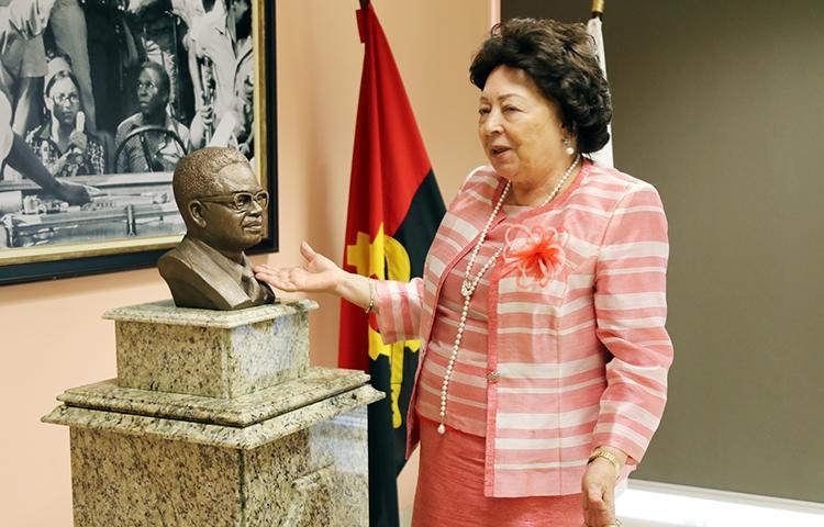 """Neto nunca deixaria os angolanos sofrer"""
