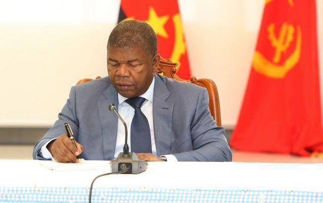 Presidente da República exonera quatro embaixadores