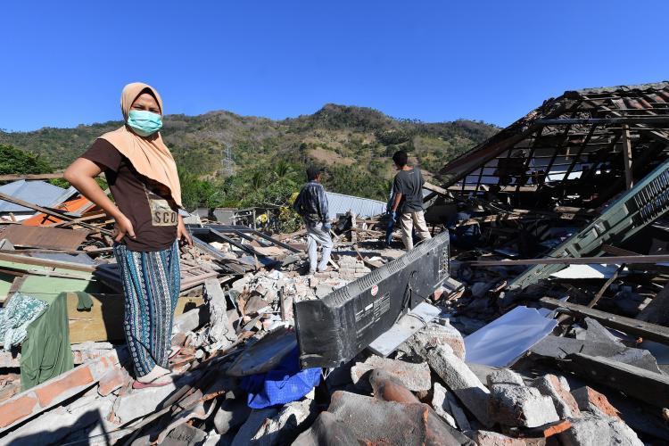 Aumenta para 1.407 o número de mortos do terramoto