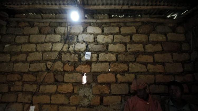 400 mil famílias vão ter luz todos os anos
