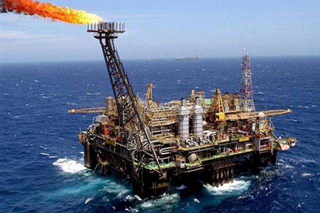 Angola dá 20 mil barris de crude/dia ao Brasil
