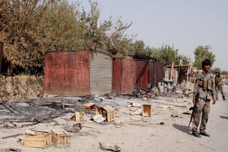 Ataque talibã faz 12 mortos e 10 feridos