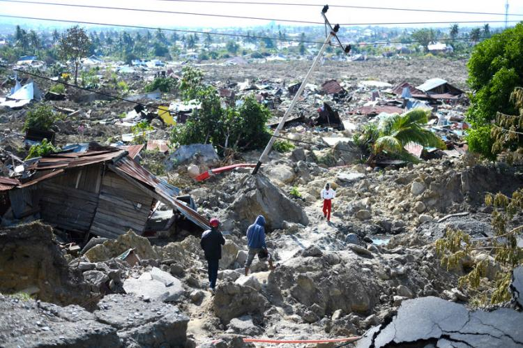 Aumenta para 2 mil número de mortos de sismo e tsunami