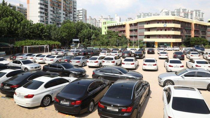 BMW inspecciona mais de 65 mil veículos