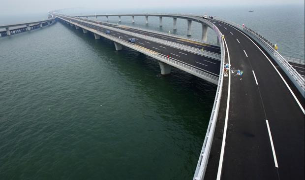 China inaugura a maior ponte do mundo