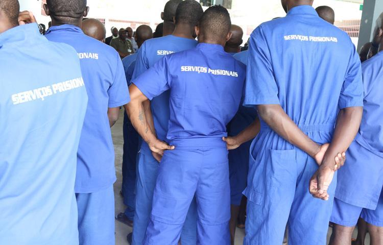 Dívida do Ministério  do Interior 'muda farda' aos reclusos