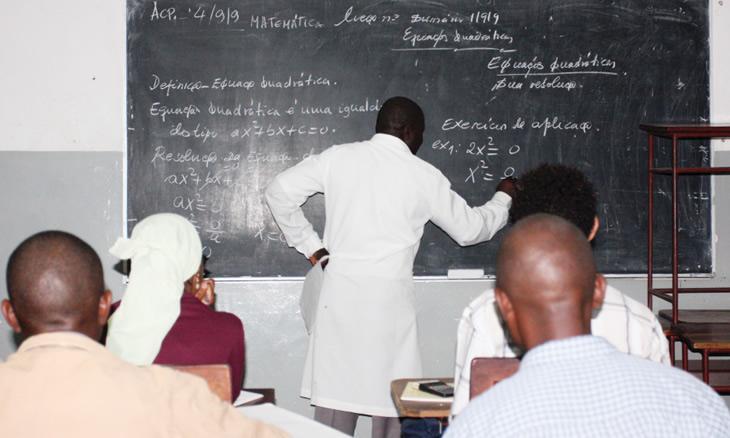 Governo expulsa 164 professores
