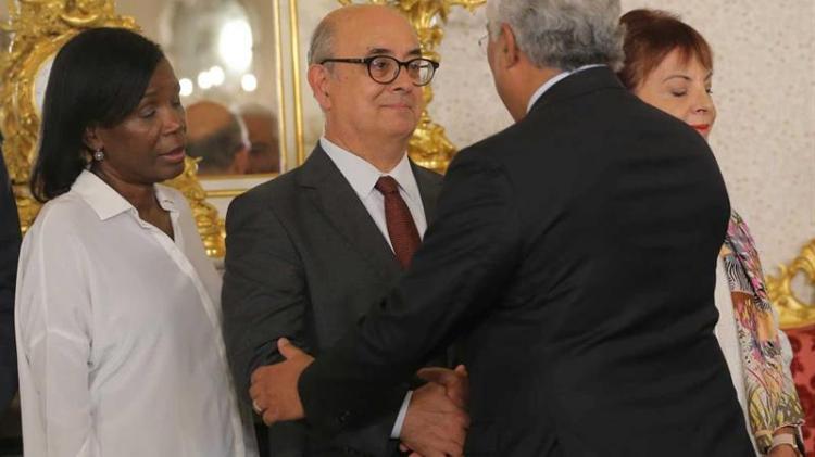 Ministro da Defesa português demite-se