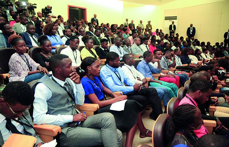 Presidente ouve queixas de estudantes