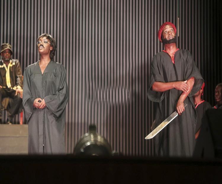 Teatro nacional com poucas adaptações