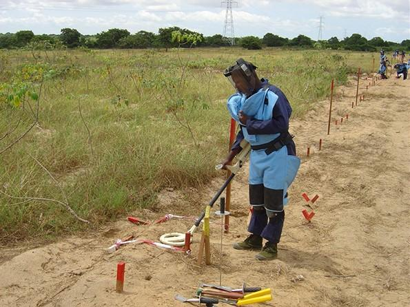 Angola 'estica' prazo para eliminar áreas minadas