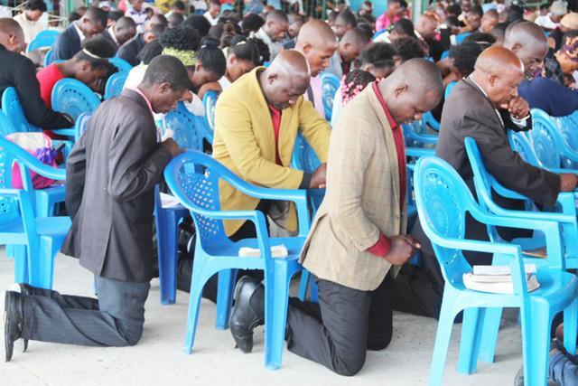 Autoridades encerram nove igrejas ilegais