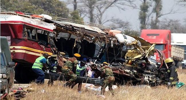 Colisão entre dois autocarros faz 45 mortos