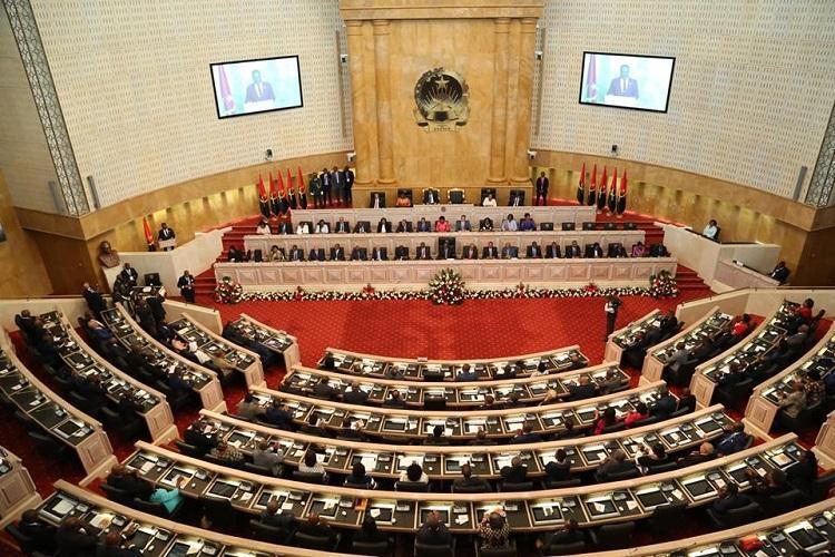 Deputados propõem agravamento das penas por transmissão do VIH