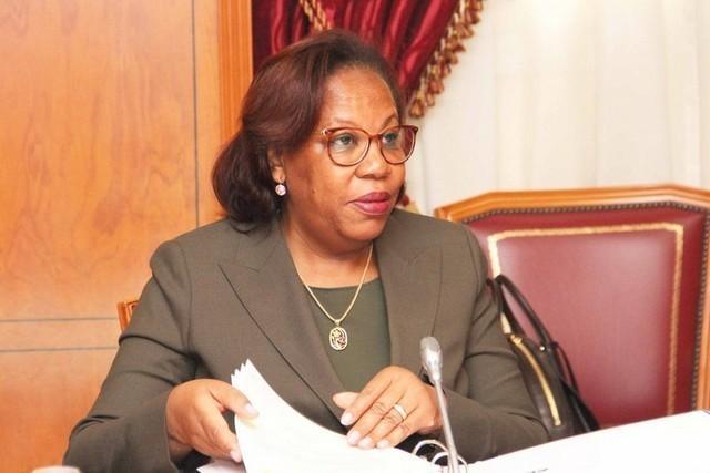 Ministra da Educação catedrática
