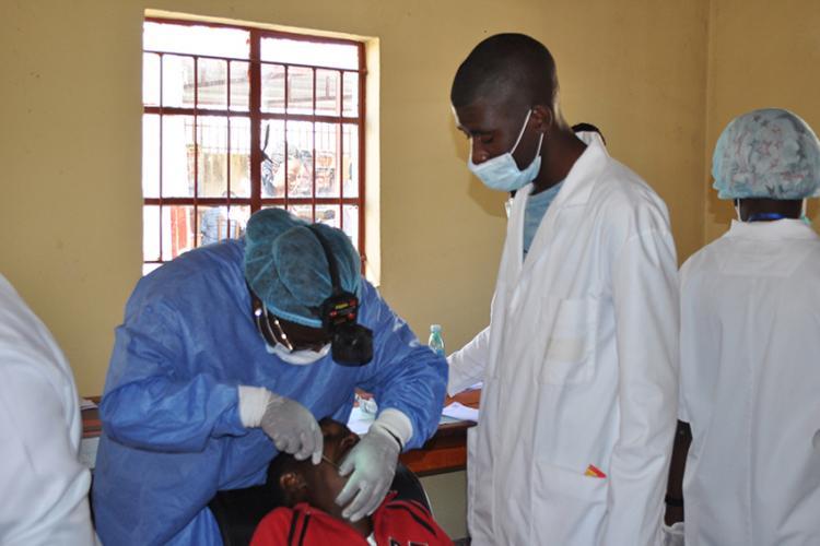 Um dentista para  40 mil pessoas
