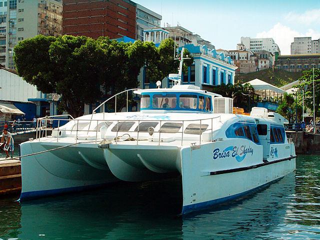 Catamarãs 'afundam' com salários em atraso