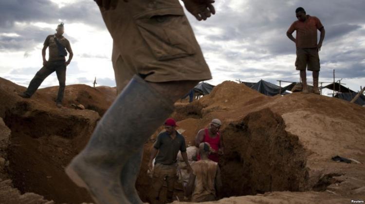 Desabamento de mina provoca quatro mortos