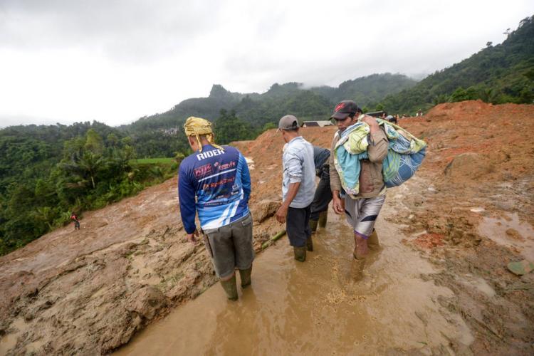 Deslizamentos de terra causam 26 mortos