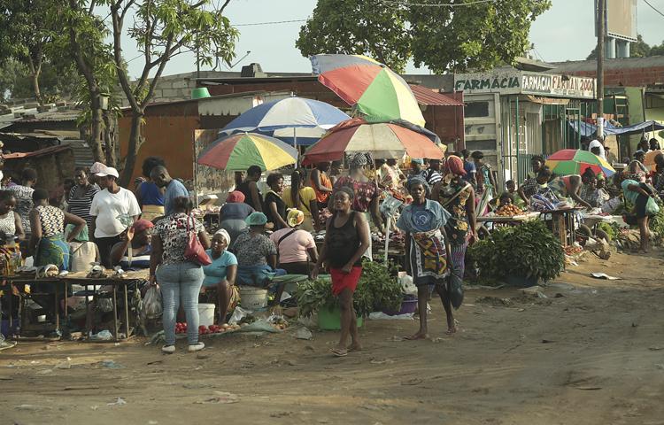 Metade dos angolanos vive na pobreza