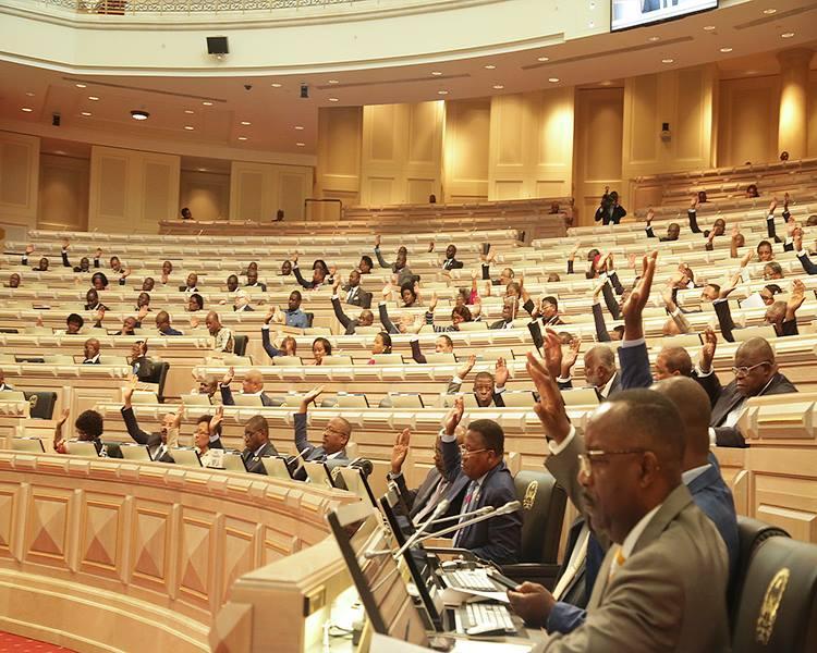 Parlamento aprova pena máxima de prisão para 35 anos