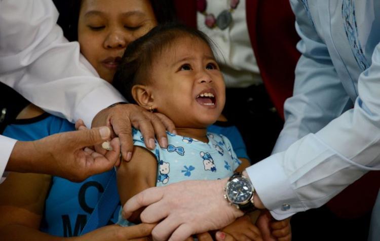 Surto de sarampo já fez 130 mortos nas Filipinas