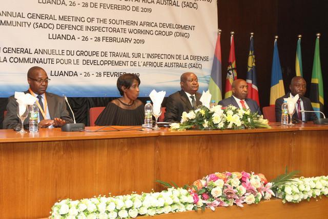 Angola assume presidência da inspecção de defesa na SADC