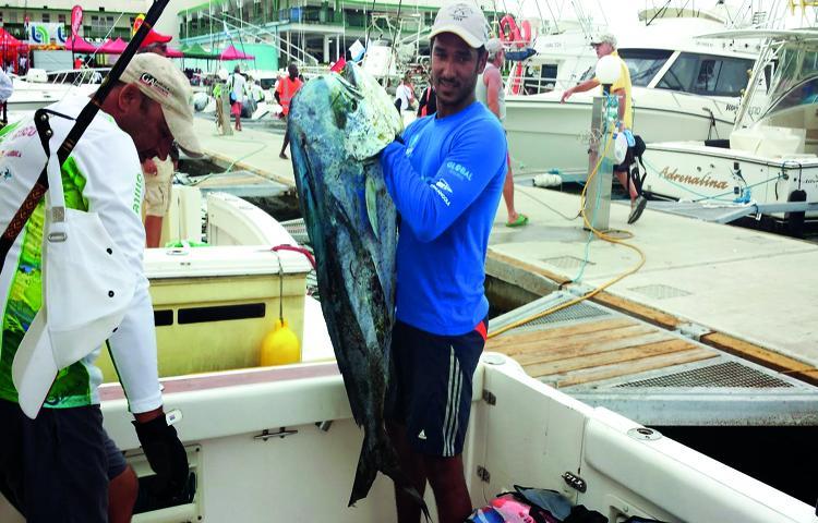 Angola busca título perdido