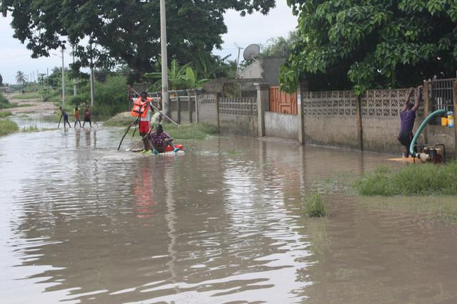 Chuva destrói 815 casas