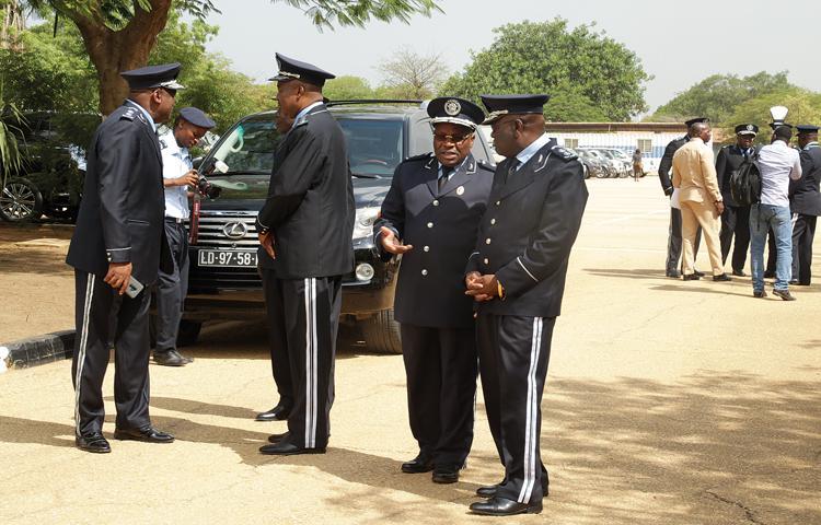 Crise 'tira' casas a polícias