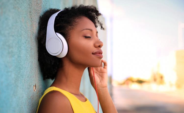Consumir música está mais barato, mas polui mais