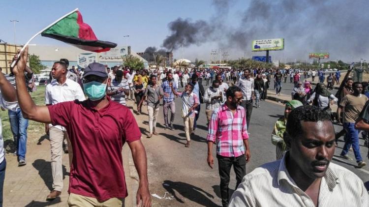 Omar al-Bashir destituído