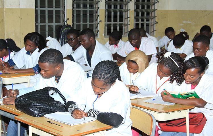 Exame nacional recebe 'cartão vermelho' de especialistas