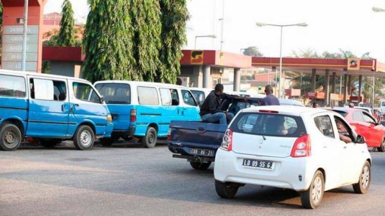 Governo quer legalizar taxistas, empregadas domésticas e vendedores derua