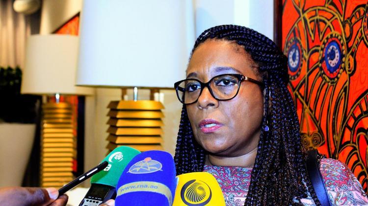 Ministra dá dois meses a instituições ilegais
