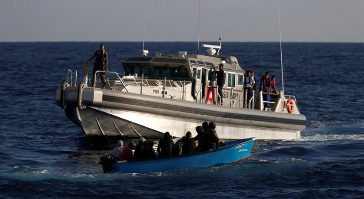 Pelo menos 50 migrantes morreram em naufrágio