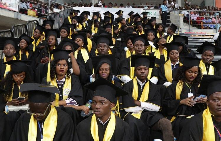 Universidades passarão a entregar diplomas já homologados