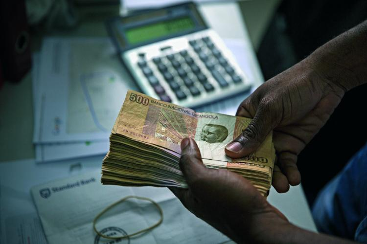 Governo procura consensos para implementar IVA