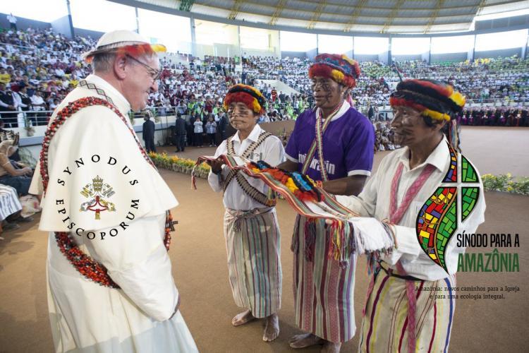 Vaticano poderá permitir padrescasados