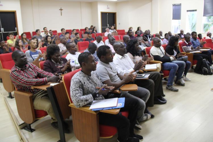 Professores cubanos vão continuar a leccionar