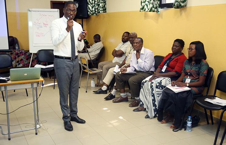 Organizações angolanas, académicos e religiosos alertam para 'perigos'