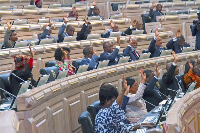 Parlamento aprova OGE-2019 revisto