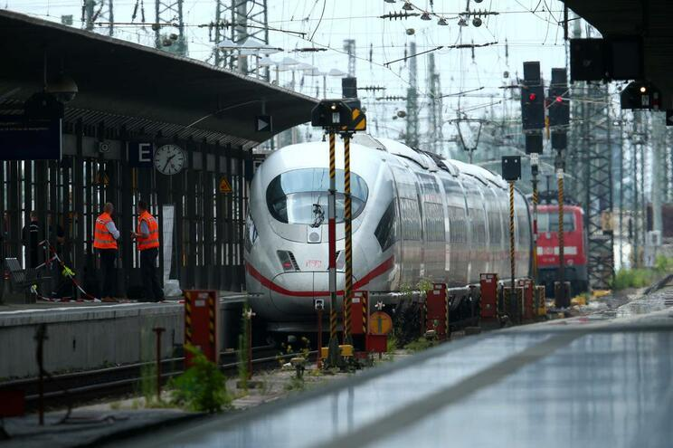 Menino de oito anos morre após ser empurrado e atropelado por comboio