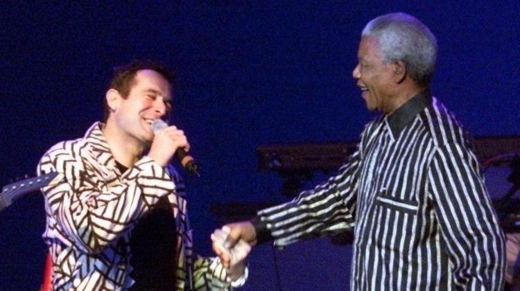 Morreu Johnny Clegg, cantor que desafiou o Apartheid