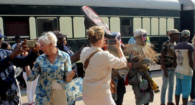 Primeiro comboio turístico já chegou a Angola