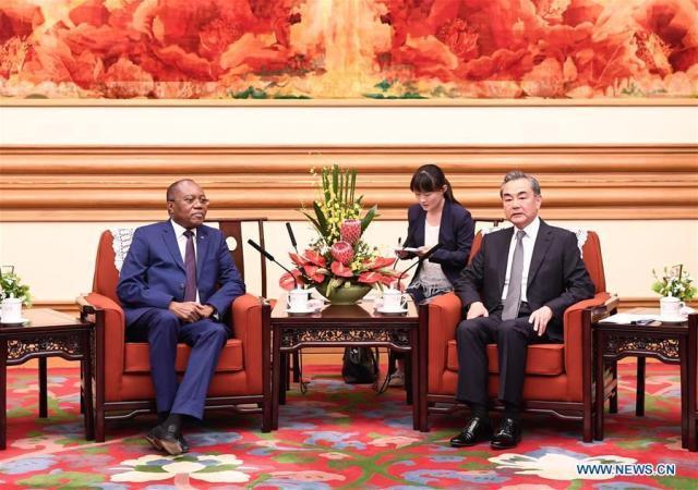 China garante reforçar apoios a Angola